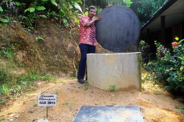 Sumur resapan yang dibangun Dinas LHKP Sibolga di MAN Aek Parombunan untuk menyimpan dan meresapkan air hujan. Foto: Tommy Apriando