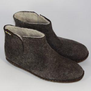 Warme hohe Hüttenschuhen und Hausschuhe aus Filz mit Ledersohle für Damen, Herren und Kinder in der Farbe Schwarz - Uni Mongs Schwarz