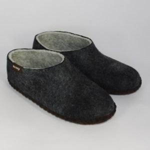 Warme flache Hausschuhe aus Filz mit Ledersohle für Damen und Herren in der Farbe Schwarz - Men Mongs Schwarz