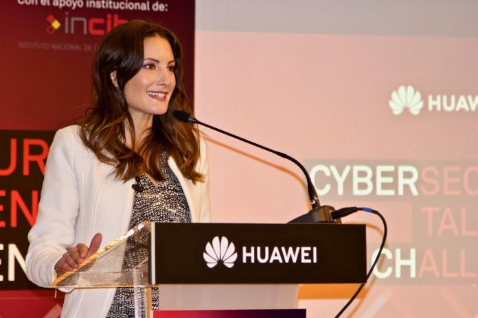 Monica Valle presentadora evento huawei españa incibe cybersecurity talent challenge ciberseguridad ctf maestra de ceremonias hotel madrid