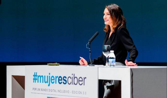 monica valle incibe presentadora ciberseguridad periodista