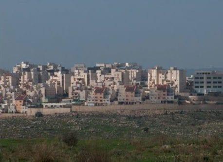 La colonia de El'ad, construida sobre la tierra del poblado.