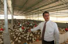 Peter-Mollema-from-Netherlands-visits-Dutch-water-project-in-Gaza-farms-May-2-2016-001