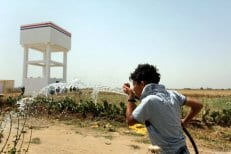 Peter-Mollema-from-Netherlands-visits-Dutch-water-project-in-Gaza-farms-May-2-2016-004