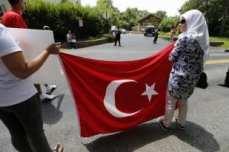 20160717-Turks-Protest-Against-Gulen-005