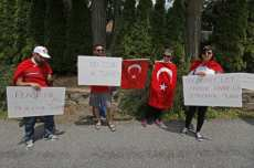 20160717-Turks-Protest-Against-Gulen-008