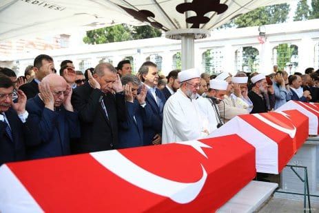 20160717_Erdogan-attends-Funeral-of-democracy-martyrs-in-Istanbul-10