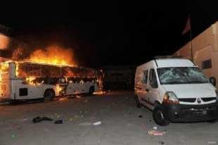 Vehículos destrozados tras los disturbios de Casablanca, el 28 de Julio de 2016