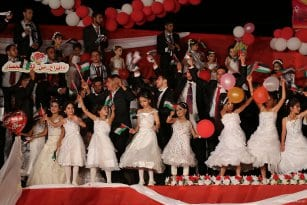 Mass-wedding-takes-place-in-Gaza-with-traditional-Palestinian-dance-called-Dabkeh05