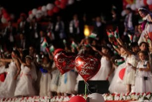 Mass-wedding-takes-place-in-Gaza-with-traditional-Palestinian-dance-called-Dabkeh08