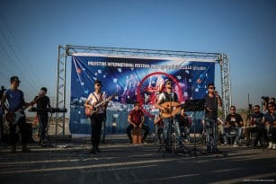 20160807_Palestinian-Music-Band-Performs-At-Erez-Crossing-002