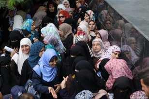 Qatari-grant-pays-Gaza-employees-their-salaries-at-Palestinian-post-13