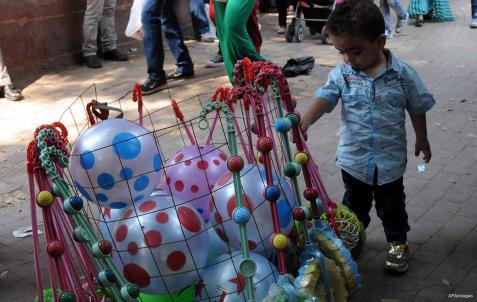 EL CAIRO, EGIPTO: Tener un globo al fin...