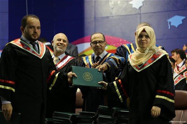 Graduation-ceremonies-Gaza-university-students-01