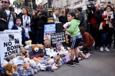 20161022-teddy-bear-protest-in-london-for-aleppo-children-015