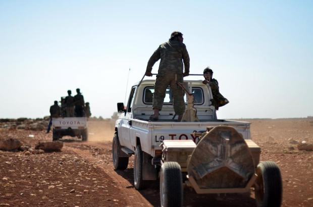 Alepo, Siria - 27 de octubre: Los miembros del Ejército Sirio Libre atacan posiciones de Daesh en el distrito de Mari en Alepo, Siria, el 27 de octubre de 2016. [Hüseyin Nasır – Agencia Anadolu].