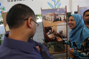 Las fotografías buscan hacer reflexionar sobre el sufrimiento de los gazatíes que siguen sin hogar a día de hoy.