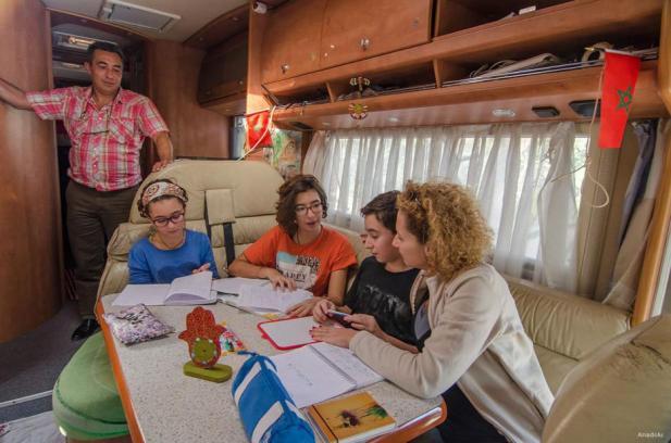 MARRUECOS: Esta familia marroquí viaja por el mundo en caravana desafiando los estereotipos sobre los musulmanes árabes.