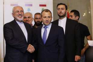 BEIRUT, LÍBANO - 07 DE NOVIEMBRE: El Ministro de Asuntos Exteriores libanés Gebran Bassil (izquierda 2) recibe al Ministro iraní de Asuntos Exteriores, Mohammad Javad Zarif (a la izquierda 3) antes de su reunión en Beirut, Líbano el 07 de noviembre de 2016. (Ratib Al Safadi - Anadolu Agencia)