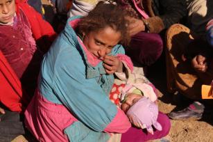 Los civiles iraquíes llegan a la región de Maktab Khalid cerca de Kirkuk, Irak el 7 de diciembre de 2016 para refugiarse cerca de las fuerzas peshmergas [Ali Mukarrem Garip / Agencia Anadolu]