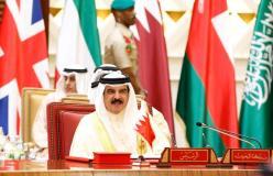 MANAMA, BAHREÍN - 7 DE DICIEMBRE: El Rey de Bahrein, Isaac Al-Khalifa, asiste a la sesión de clausura de la 37ª Cumbre de Líderes de los Estados miembros del Consejo de Cooperación del Golfo en el Palacio Al-Sakhir de Manama, Bahrein, el 7 de diciembre de 2016. Agencia)