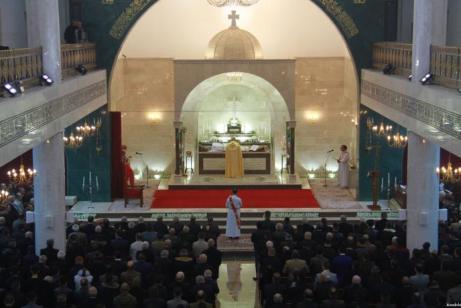 Los iraquíes asisten a la misa de Nochebuena en la iglesia de Duhok, el 24 de Diciembre de 2016 (Mohammet Barmeni/ Agencia Anadolu)