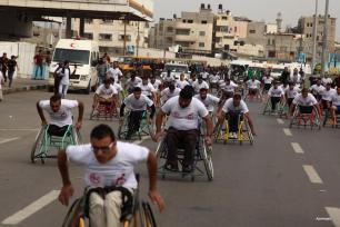 GAZA, GAZA- Los palestinos que han sido heridos en las tres guerras con Israel participan en la competencia en un maratón