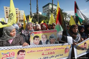 2016_12_22-Demonstrators-in-Gaza-City-condemn-Palestinian-President-Mahmoud-Abbas-decision-to-lift-the-parliamentary-immunity-of-five-MPs-1