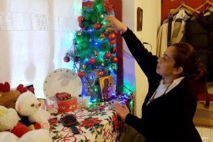 LÍBANO- Refugiada siria, Dima Baseel, preparándose para la Navidad en su nuevo hogar en el Líbano con la mente y el corazón en Siria