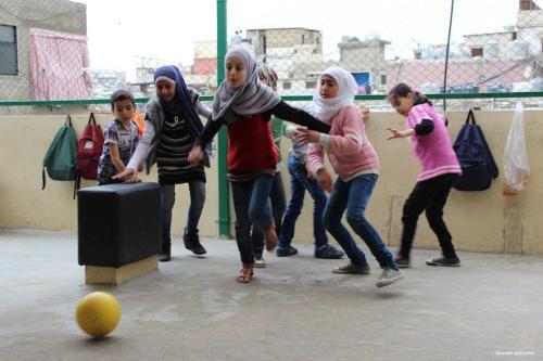 Juegos y teatro para ayudar a los niños sirios