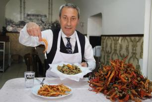 EDIRNE, TURQUÍA- ¿El plato favorito de la ciudad? Hígado frito!