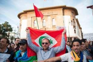 Marroquíes protestan frente a la sede del Parlamento en Rabat, Marruecos el 18 de Mayo de 2017 [Jalal Morchidi / Agencia Anadolu]