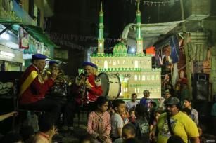 GIZA, EGIPTO- Los miembros de la banda Hasaballah se presentan en el pueblo de El-Beracil de Giza durante las celebraciones del Ramadán