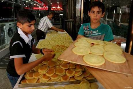 Gaza, GAZA- Preparación de Atayef, bollitos típicos, para el iftar