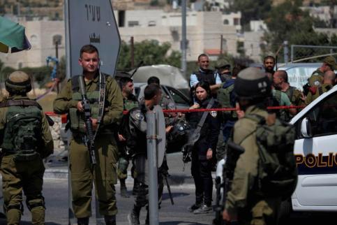 Soldados israelíes custoidan el área de la mezquita de Al-Aqsa (Mostafa Alkharouf/Agencia Anadolu)