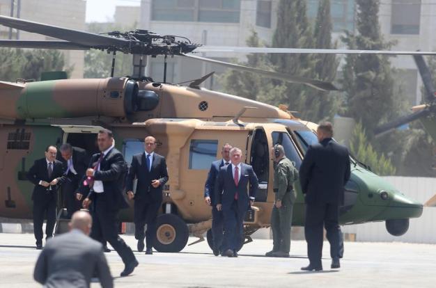 El rey Abdullah II bin al-Hussein (3º D) de Jordania llega a Ramala, Cisjordania el 7 de agosto de 2017 [Issam Rimawi / Agencia Anadolu]