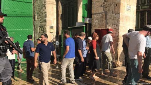 Cientos de colonos asaltan Al Aqsa el 31 de julio de 2017 [Shehab Agency y Qudsn / Twitter]