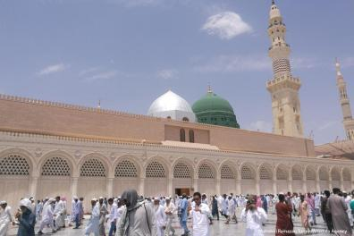 MEDINA - Los musulmanes se reúnen para realizar la oración del viernes en Masjid al-Nabawi en Medina, Arabia Saudí