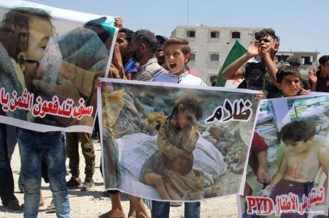 ALEPO - Los sirios organizan una protesta contra el PKK / PYD en el distrito de Bab de Alepo, Siria