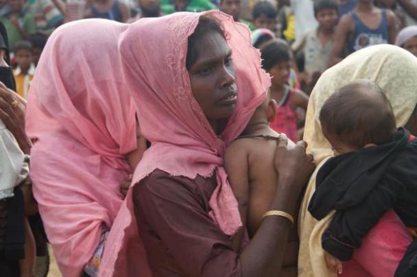 Una mujer musulmana rohingya, en el estado de Rakhine, Myanmar, en un campo de refugiados en Cox's Bazar, Bangladesh, 20 de septiembre de 2017 [Safvan Allahverdi / Agencia Anadolu]