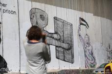 Graffitis pintados en el muro de separación israelí en la ciudad de Belén, Cisjordania, 1 de noviembre de 2017 [Agencia Issam Rimawi / Anadolu]