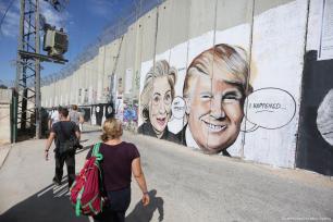 Graffitis pintados en el muro de segregación israelí en la ciudad de Belén, Cisjordania, 1 de noviembre de 2017 [Agencia Issam Rimawi / Anadolu]