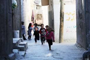 GAZA- ¡Atrápame si puedes! Un grupo de niños disfruta con este juego en el campo de refugiados de El-Shate.