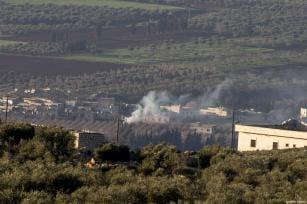 """Escena de humo tras el ataque de aviones turcos contra el PYD y el PKK como parte de la """"Operación rama de olivo"""" en Afrin, Siria, 20 de enero de 2018 [Onur Çoban / Agencia Anadolu]"""