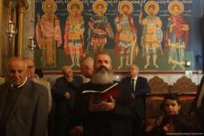 Cristianos ortodoxos celebran la Epifanía en la Iglesia de San Pervario en Gaza, 6 de enero de 2018 [Monitor Mohammed Asad / Oriente Medio]