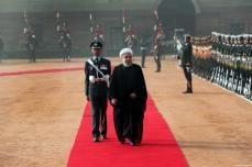 El presidente iraní Hassan Rouhani presentándose ante la guardia de honor, durante una ceremonia de bienvenida oficial en Nueva Delhi, India, 17 de febrero de 2018 [Presidencia iraní / Folleto / Agencia Anadolu]