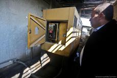 Debido a la escasez de combustible, los generadores de siete centros de salud de la sitiada Franja de Gaza han dejado de funcionar [Mohammed Asad / Middle East Monitor]