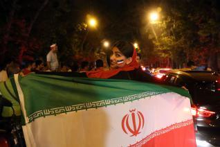 Los iraníes salen a las calles de Teherán a celebrar la victoria de su selección frente a Marruecos en el mundial de fútbol de Rusia [Fatemeh Bahrami/Anadolu Agency]