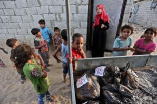 La ayuda humanitaria no consigue entrar en Gaza por culpa del bloqueo [Mohammed Asad/Middle East Monitor]