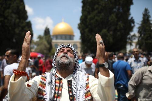 Los palestinos enfrentan las restricciones de Israel para visitar Al-Aqsa…